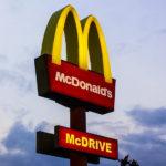 マクドナルドのマークはMではなかった!その意外なマークの由来とは??